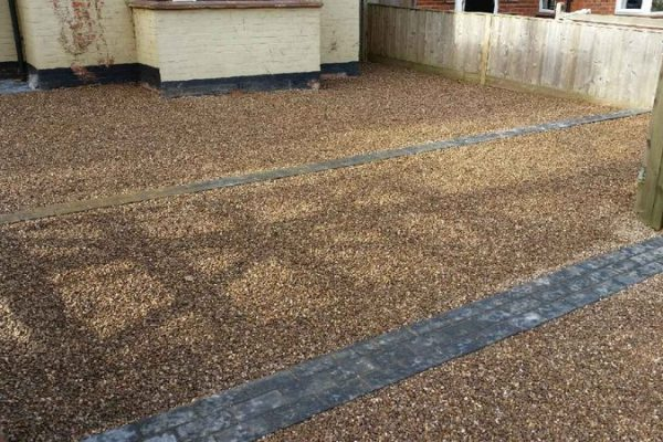 Driveway with gravel and block paving