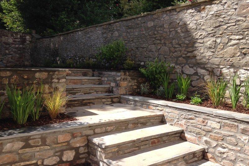townhouse_garden_Redland_stone steps