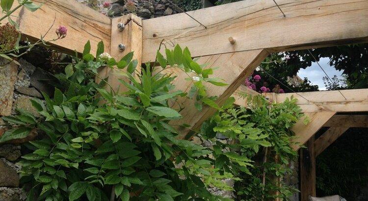 Cantilever Oak pergola